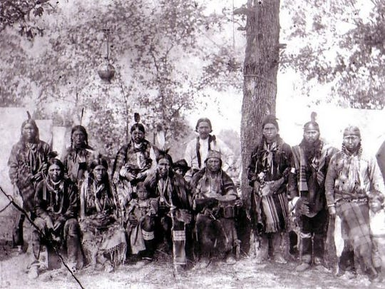 """The Quapaws were known as """"Arkansas."""" The name given by the Algonkian-speaking Indians of the Ohio Valley was pronounced """"Oo-ka-na-sa."""""""