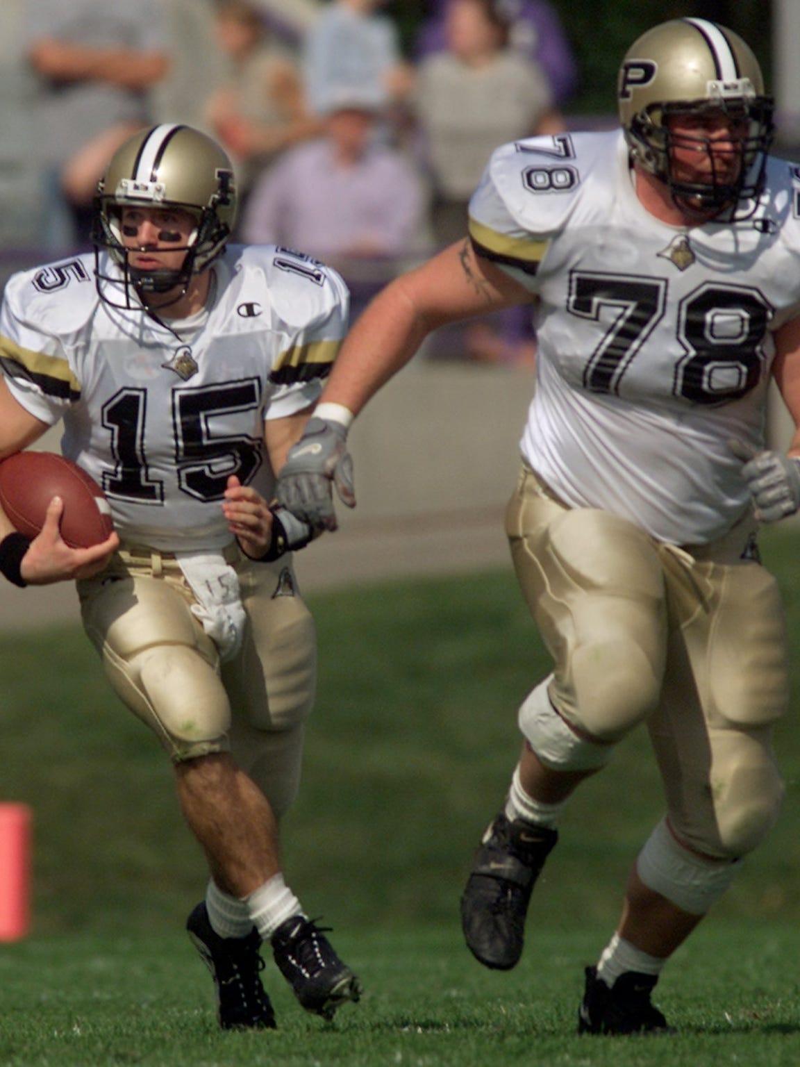 Matt Light (78) protects Drew Brees as he runs up the