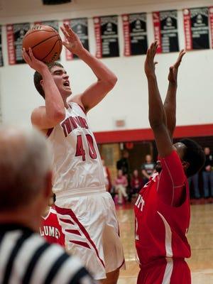Twin Lakes; Dane Holmes scores two points.