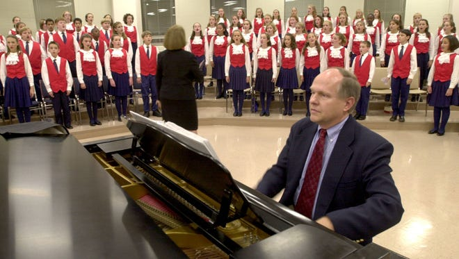 -  -ONLINE Allen Pote, co-director of the Pensacola Childrens Chorus, and Susan Pote lead a last-minute rehearsal backstage at Olive Baptist Church. Gary McCracken @PensacolaNewsJournal.com