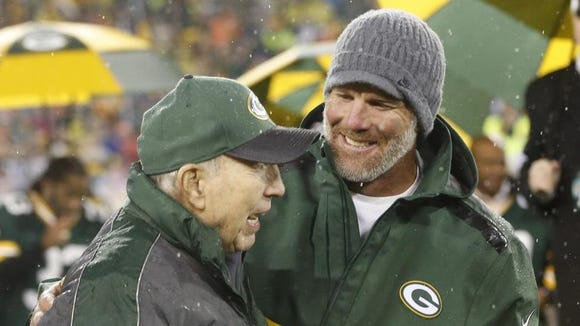 Montgomery native and Green Bay Packers legendary quarterback Bart Starr attended a ceremony Thanksgiving night honoring Brett Favre at Lambeau Field in Green Bay.