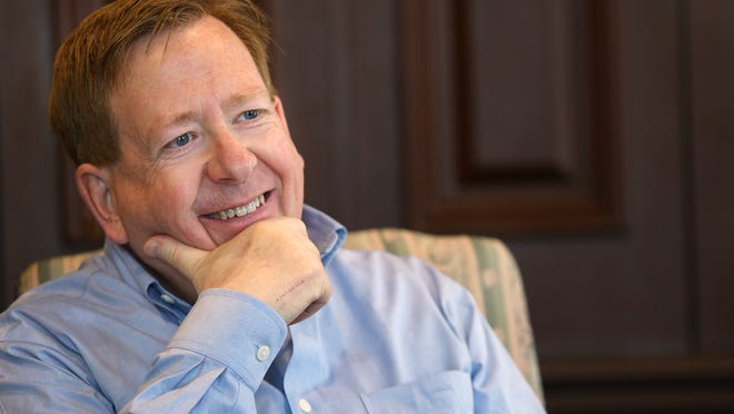 Carmel Mayor Jim Brainard signed an executive order in 2009 prohibiting discrimination in hiring of city employees based on sexual orientation and gender identity. An Indianapolis Star survey of community leaders found general support for expanding such protections, especially in the state law.