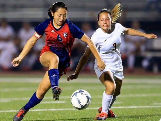 Veterans Memorial's Jade Piper dribbles the ball against