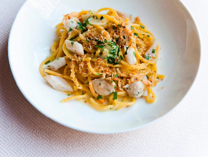 Spaghetti with seafood.