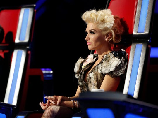 "Gwen Stefani is watching two of her contestants compete for a spot in the Top 9 of ""The Voice"" in the Twitter Save."