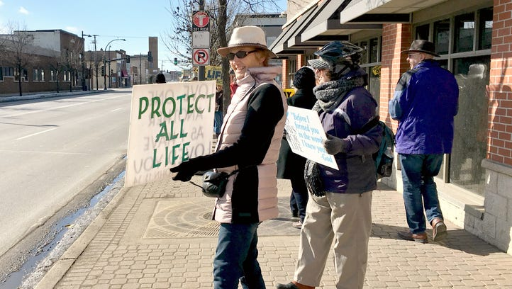 Groups show up to support, denounce Planned Parenthood in St. Cloud