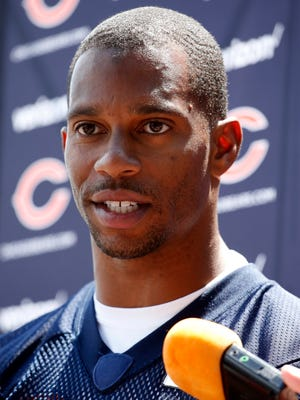Bears receiver Victor Cruz talks to media after practice Tuesday in Lake Forest, Ill.
