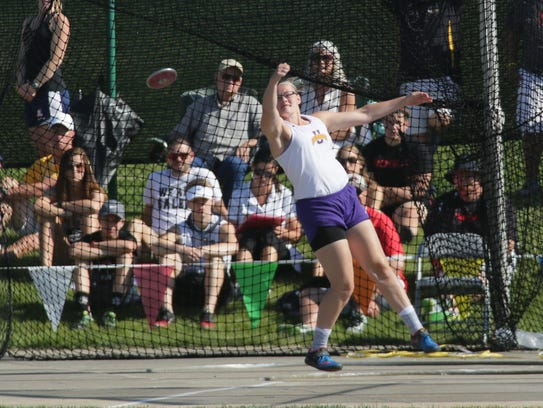 Unioto's Autumn Mohan throws the discus during the
