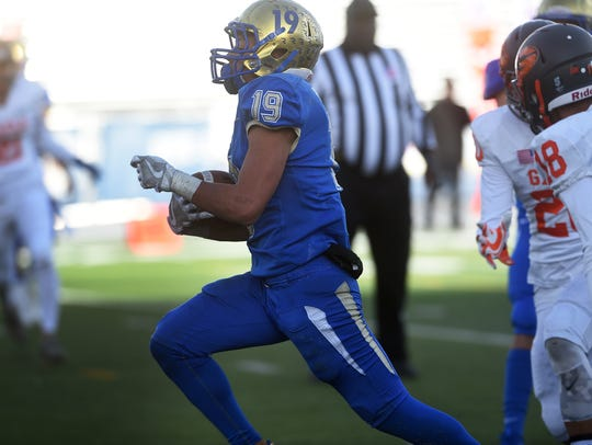 Reed's George Moreno (19) scores a touchdown while