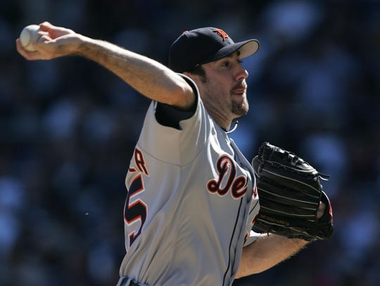 Detroit's starting pitcher Justin Verlander pitches