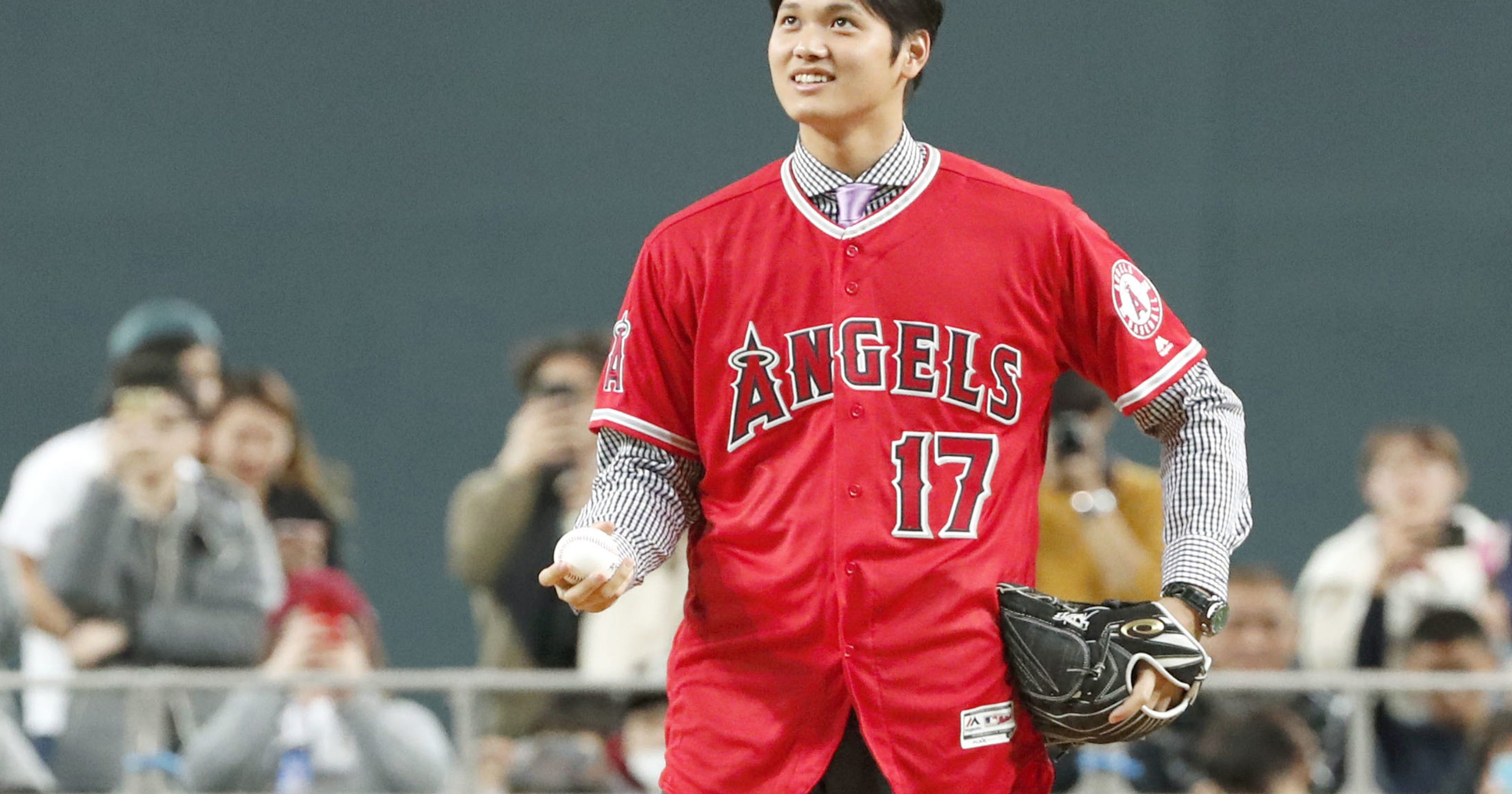 new product 766e8 6e0da Shohei Ohtani bids farewell to fans in Japan ahead of Angels ...