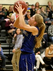 Windthorst's Kora Pennartz goes for a layup against