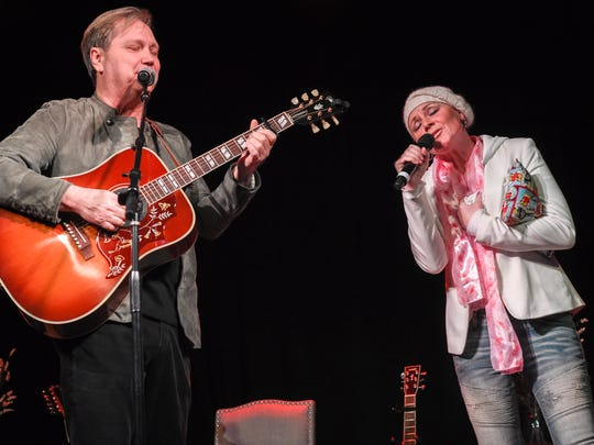 Steve Wariner asks Anita Cochran to join him on stage