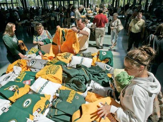 -MPK_PackersTentSale_047e.jpg_20090605.jpg