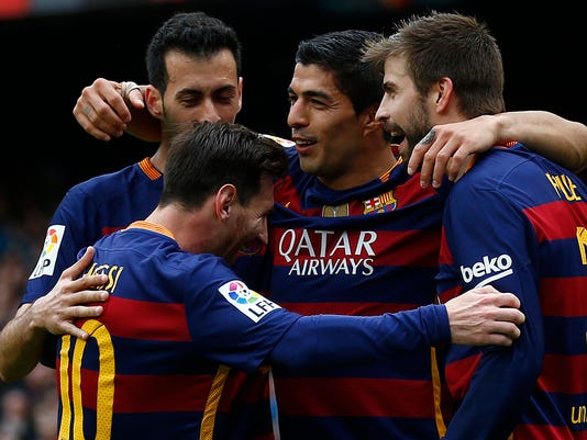FC Barcelona's Luis Suarez, center, celebrates with his teammates after scoring against Espanyol during a Spanish La Liga soccer match between FC Barcelona and Espanyol at the Camp Nou stadium in Barcelona, Spain, Sunday, May 8, 2016. (AP Photo/Manu Fernandez)