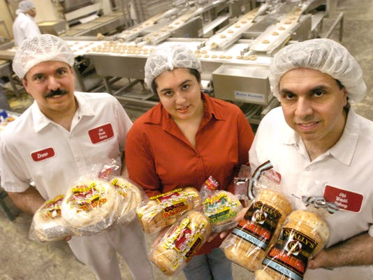 SKALLY'S BIZ At Skally's Old World Bakery in North College Hill with some of the family from left, Drew Skally, (cq) Samantha DeLeon (cq) and Ephrain Skally Jr. (cq) The Skally's started the bakery in 1977. MARCH 18, 2004 photo by Tony Jones / Cincinnati Enquirer.tj
