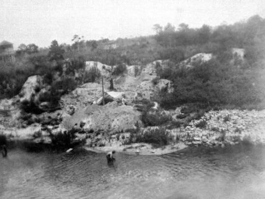 Original image of the Old Vero Man Site in 1915 being excavated by Dr. Elias Sellards.