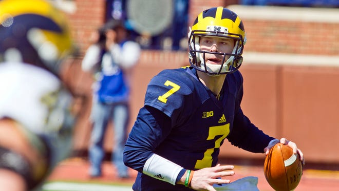 Michigan quarterback Shane Morris (7) scrambles looking for a receiver to throw a pass during a spring NCAA college football game in Ann Arbor on Saturday, April 4, 2015.
