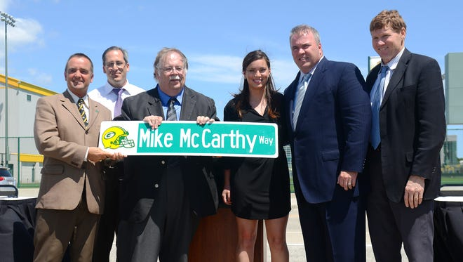 Ashwaubenon Village President Michael Aubinger, center, at the unveiling of the Mike McCarthy Way street sign prototype in 2014. With Aubinger, from left, were, Green Bay Mayor Jim Schmitt, Brown County Executive Troy Streckenbach, Alex McCarthy, Packers coach Mike McCarthy and Packers President and CEO Mark Murphy.