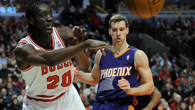 Bulls small forward Tony Snell passes the ball around Phoenix Suns shooting guard Goran Dragic during the fourth quarter at the United Center.