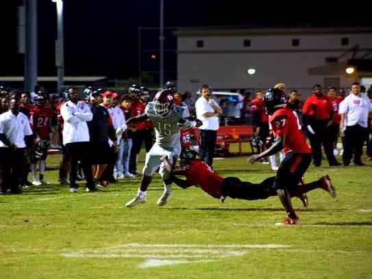 Braden River looks for yardage against South Fort Myers