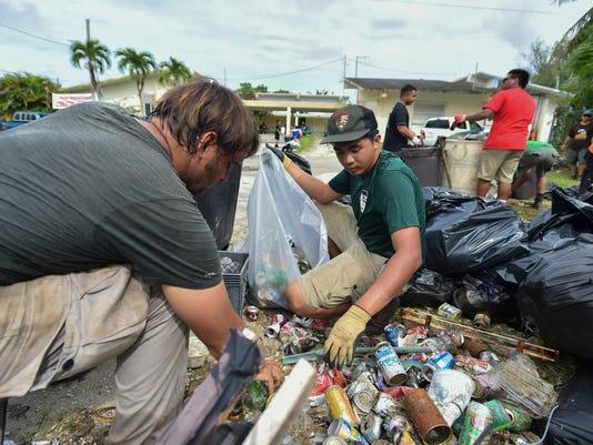 635792731134099410-9-19-Coastal-Cleanup-07