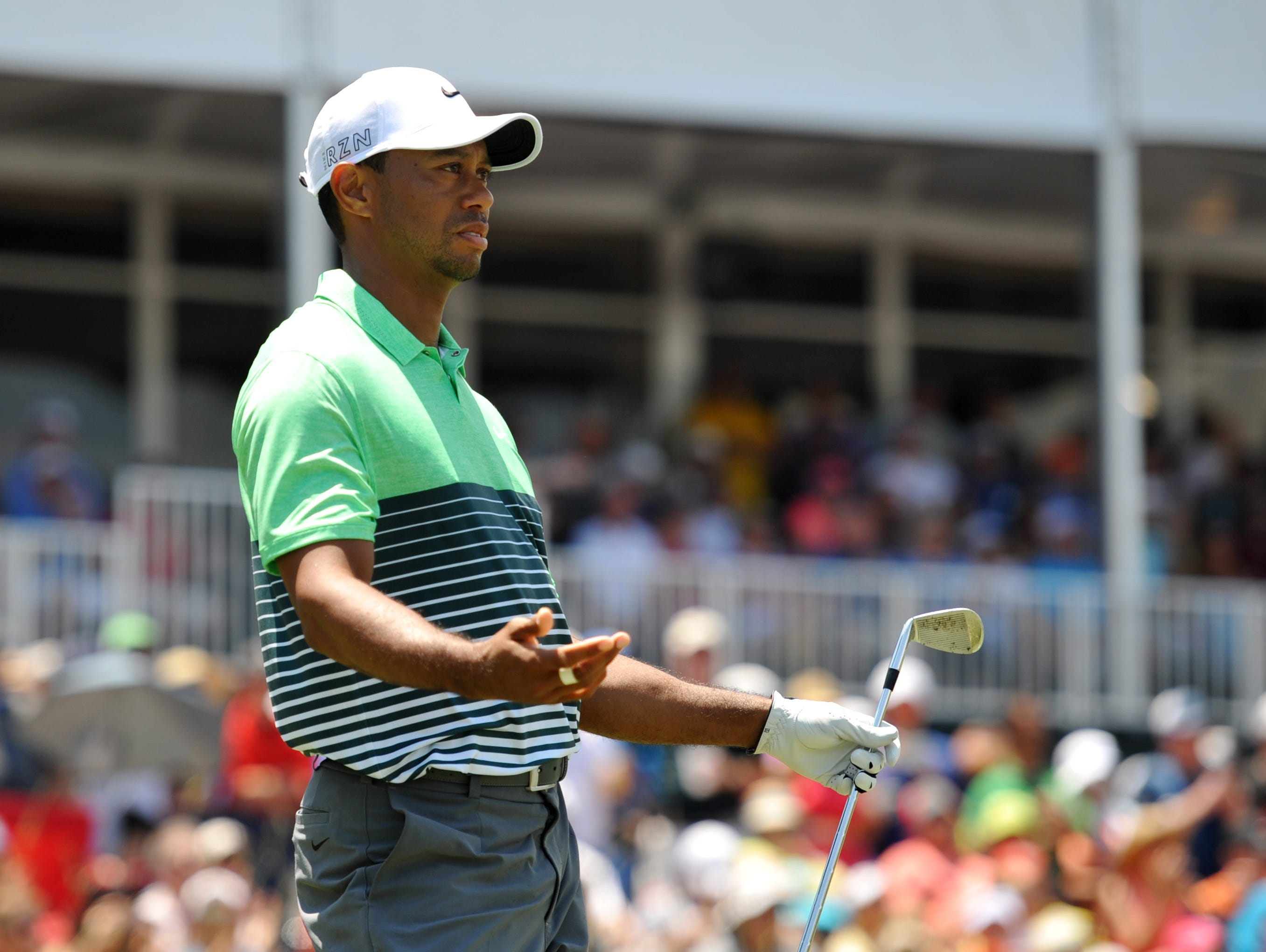 tiger woods out of contention  goes quiet at the players