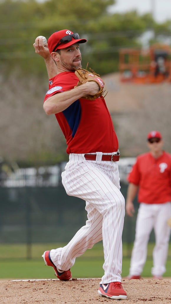 Phillies pitcher Cliff Lee will stop throwing immediately