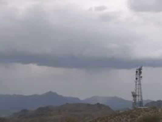Showers moving in south of Phoenix