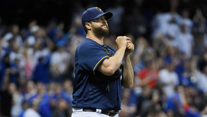 Brewers reliever Matt Albers reacts after giving up a solo home run to the Cubs' Anthony Rizzo in the 11th inning Monday night.