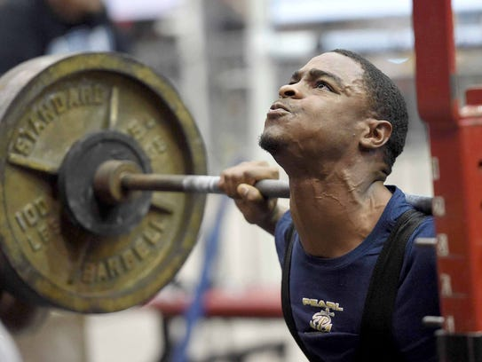 Pearl's Tylan Knight squats 525 pounds in the 148-pound