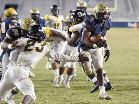Pearl's Tylan Knight (6) scores the game winning touchdown