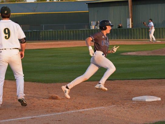 Captain Shreve vs Evangel in a baseball game Wednesday.
