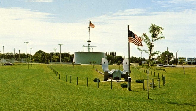 A postcard of the USS South Dakota Memorial dating from the 1970s.