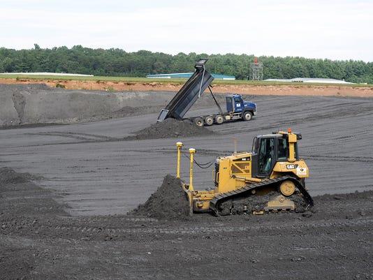 Coal ash airport 07.jpg
