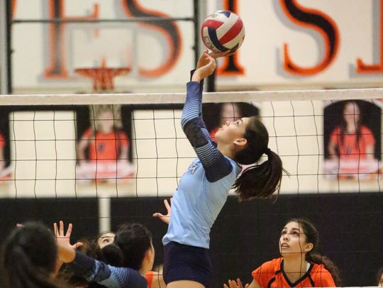 Amber Soto of Chapin sets up a shot against El Paso