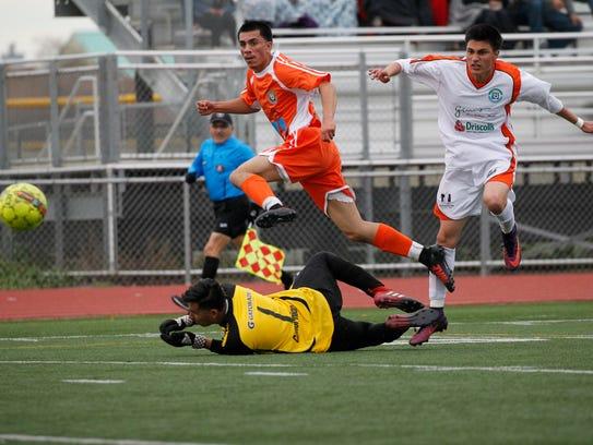 Jóvenes de escuelas de todo el condado de Monterey compitieron el fin de semana pasado en el clásico de estrellas del fútbol de The Salinas Californian en la preparatoria Alisal.