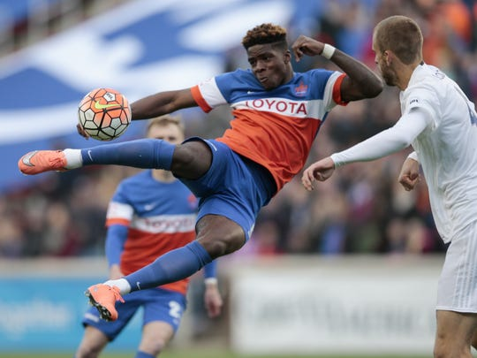 FC Cincinnati forward Sean Okoli (9), left, scores the first goal of the game on a scissor kick in the first half.