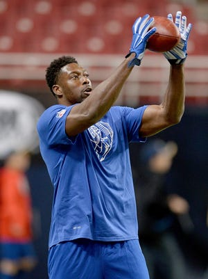 Tight end Jared Cook warms up before the St. Louis Rams' game against the Arizona Cardinals on Dec. 6, 2015.
