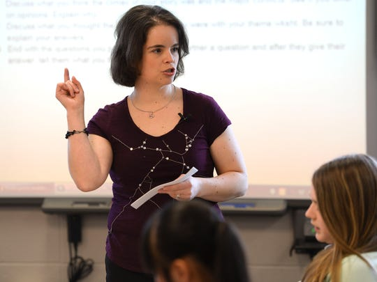 Golden Apple teacher Angela Kelly of West De Pere Middle School teaches a seventh-grade class.