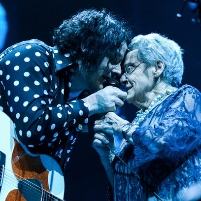 Jack White sings with his mom at Detroit arena concert