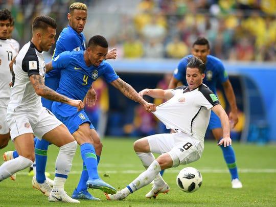 Brasil batalló ante una bien planteada Costa Rica.