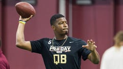 Jameis Winston warms up during Florida State football