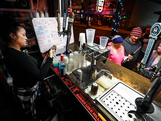 Club 152 bartender Keelee Hudson serves alcoholic drinks to Beale Street patrons. Memphis City Council could extend the open container of alcohol ordnance to include a larger part of Downtown.