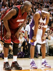 Shaquille O'Neal and Amare Stoudemire at a 2005 game in Phoenix between the Suns and the Heat.