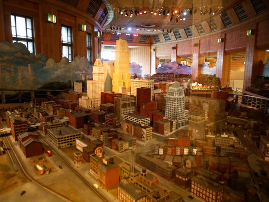 For Cincinnati in Motion, Dave Might created Fountain Square and Albee Theater at Cincinnati Museum Center at Union Terminal. He also led a team of volunteers to create the display.