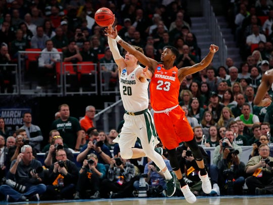 Michigan State guard Matt McQuaid (20) and Syracuse's Frank Howard (23) battle for the ball in the second half.