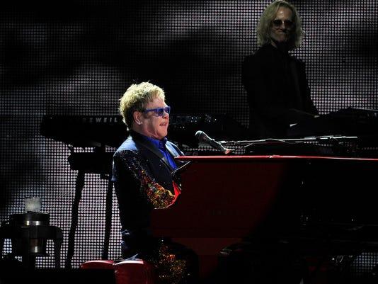 -Elton John-08.JPG_20140618.jpg