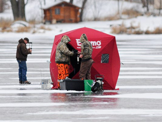 STC 1126 Ice Fishing 1.jpg