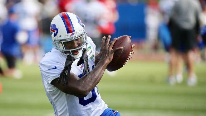 Anquan Boldin hauls in a pass during his first practice with the Bills Tuesday.